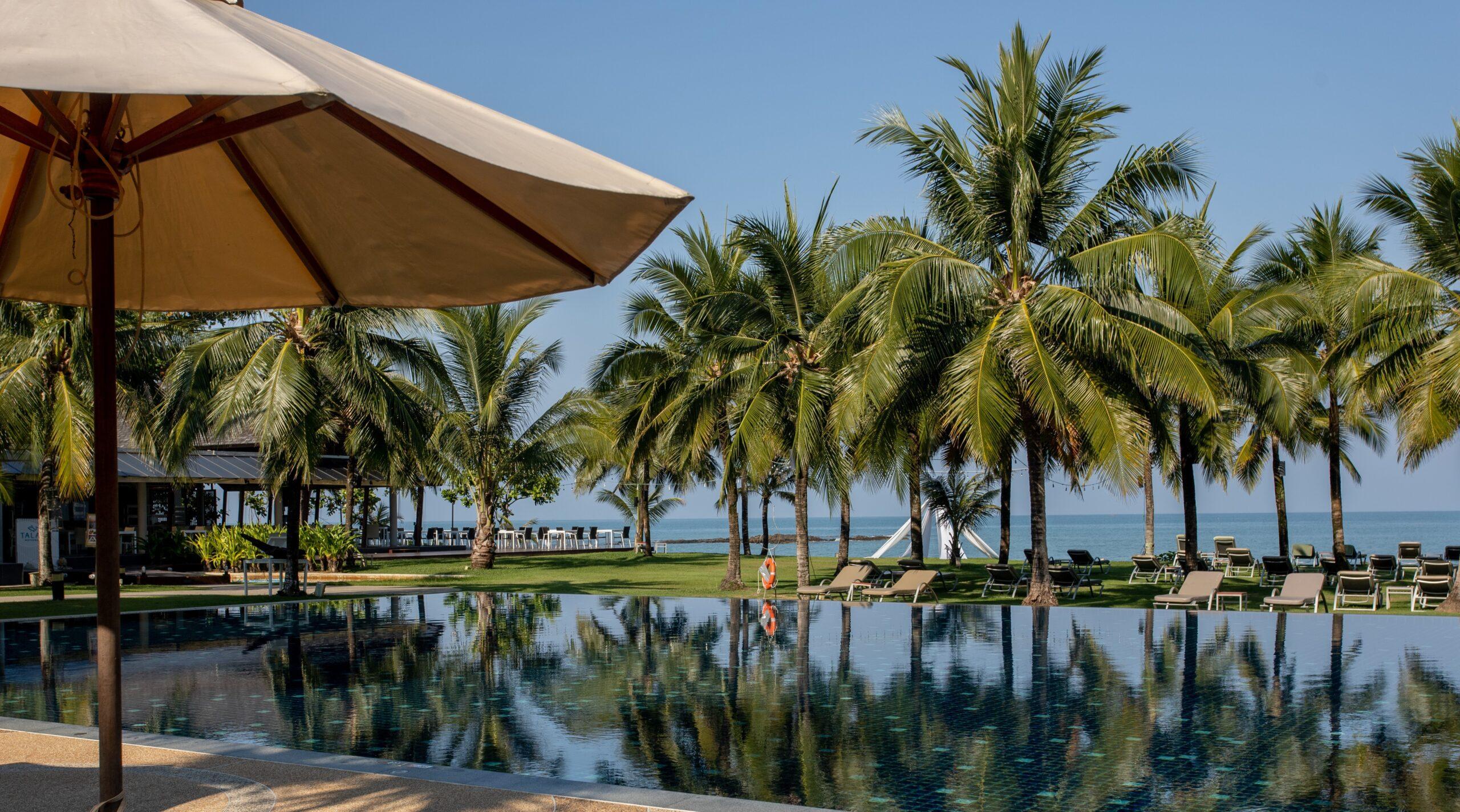Beachfront Pool,the sand khao lak